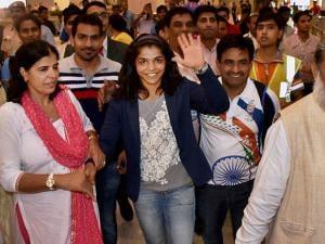 Sakshi Malik receives a grand welcome on her arrival