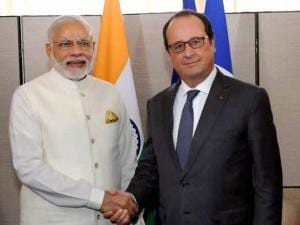 PM Modi shakes hands with French President Francois Hollande
