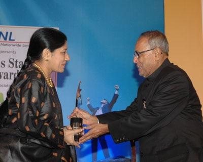 TAFE Director Mallika Srinivasan smiles while recieving the BS award. <P> <b>Picture by Suryakant Niwate </b> </P>