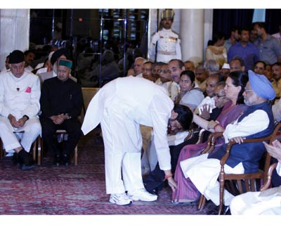 Pradeep Jain of the Congress touches Congress President Sonia Gandhi's feet after taking oath of office and secrecy at Rashtrapati Bhavan as Minister of State
