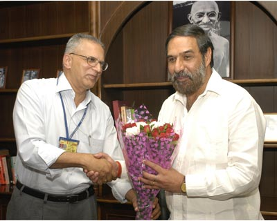 Commerce secretary G K Pillai welcomes Commerce and Industry Minister Anand Sharma on assuming office