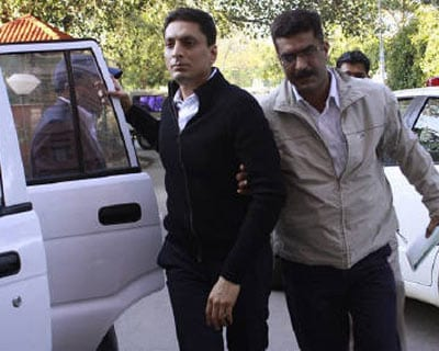 <p><b>India&#39;s Central Bureau of Investigation (CBI) officials escort Shahid Balwa (C, in black) at the CBI headquarters in New Delhi.</b>