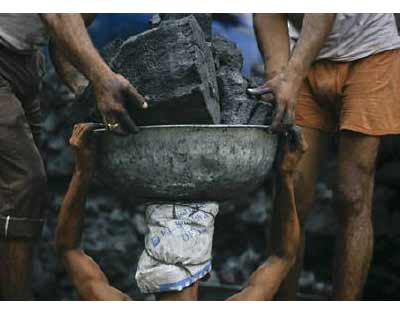 <p>Labourers unload coal from a supply truck at a wholesale market in Noida, in the outskirts of New Delhi</p><p><b>At least 22 mines owned by Coal India, the world&#39;s biggest coal miner, face closure over environmental concerns in Jharkhand, potentially suffering an output loss of up to 40,000 tonne a day, officials said on Wednesday.</b></p><p>Coal India&#39;s shares were down by as much as 4.3 percent at 0900 GMT on a Mumbai market that had lost close to 1 percent on weak Asian peers and concerns over global growth.</p>