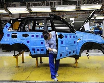 <p><b>An employee of Chinese carmaker Chery Automobile Co. works at the assembly line in Wuhu, Anhui province</b></p><p>China's largest passenger vehicle exporter, Chery Automobile Co Ltd, is in talks with banks for a roughly Rmb 6bn loan ($951 mln) for its joint venture with Jaguar Land Rover Ltd (JLR), a wholly owned subsidiary of Tata Motors Ltd, sources said.</p><p>The two companies released a joint statement on March 21 saying they had reached an agreement to establish a JV in China, which will manufacture and sell vehicles under both JLR and the new JV brands.</p><p>JLR and Chery will look to leverage research and development, technology and manufacturing knowledge across the JV, the companies said.</p><p>Sources said the two companies are seeking regulatory approval for the Rmb17.5bn venture, which is to be based in Changshu, Jiangsu province. The companies will proceed with the loan when the JV gets the approval, sources said.</p>