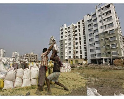 <p><b>Labourers work at the site of a residential estate under construction in Kolkata</b> 