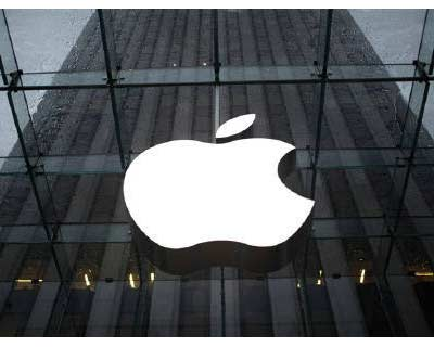 <p>The Apple logo is seen in the lobby of New York City&#39;s flagship Apple store</p><p><b>Apple Inc briefly edged past Exxon Mobil Corp to become the most valuable company in the United States after days of volatile stock market action.</b></p><p>The technology giant&#39;s market value rose on Tuesday to $341.5 billion, just above Exxon&#39;s $341.4 billion, even though the oil major&#39;s annual revenue is four times that of Apple&#39;s.</p><p>Exxon quickly regained the No. 1 spot as its shares rose and Apple&#39;s shed some of their gains, with stocks globally remaining volatile because of soft economic data and the downgrading of the United States&#39; sovereign credit on Friday.</p><p>At 1:50 p.m. EDT (1750 GMT) Exxon&#39;s market cap was $339.3 billion while Apple&#39;s dipped to $338.8 billion.</p>