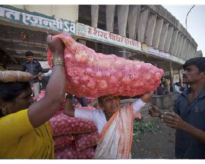 <p>A labourer (C) carries a 50kg sack of onions on her head as she moves it to a delivery truck at a wholesale market in Pune, south of Mumbai</p><p><b>The Reserve Bank of India (RBI) will have to balance high inflation and slowing growth, the chief economic adviser to the finance ministry, Kaushik Basu, said on Monday after a sharp drop in industrial output growth.</b></p><p>Growth in industrial output in July slumped to its lowest in nearly two years as high interest rates cooled Asia&#39;s third largest economy and put pressure on the central bank to pause its monetary tightening despite stubbornly high inflation.</p><p>