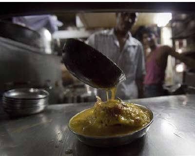 <p><b>A cook prepares a plate of idly sambar, a traditional breakfast dish, at Mani&#39;s Lunch Home in Mumbai</b></p><p>India&#39;s food price index rose 8.96% and the fuel price index climbed 12.84% in the year to June 4, government data showed on Thursday.</p><p>In the previous week, annual food and fuel inflation stood at 9.01% and 12.46% respectively.</p><p>The primary articles price index was up 12.86%, compared with an annual rise of 11.52% a week earlier.</p><p>The weekly food inflation has eased after staying in double digits for much of 2010, but headline inflation at 9.06% in May remains considerably above the central bank&#39;s comfort level.</p>