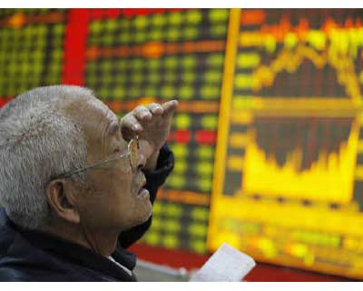 <p>An investor reacts in front of an electronic board showing stock information at a brokerage house in Huaibei, Anhui province</p><p><b>Stock markets put in modest gains on Tuesday after a heavy session of losses the previous day, though the respite from worries over US and European government debt looked only temporary.</b></p><p>Wall Street also looked set to open higher.</p><p>Spain&#39;s Treasury paid the highest yields in 14 years to issue short-term bills, suggesting an emphatic election victory for the centre-right People&#39;s Party on Sunday has done little to soothe investor nerves.</p><p>The average yield on the 3-month T-bill more than doubled to 5.11% from 2.29% one month earlier. The 6-month T-bill saw yields jump to 5.227% from 3.302%.</p>