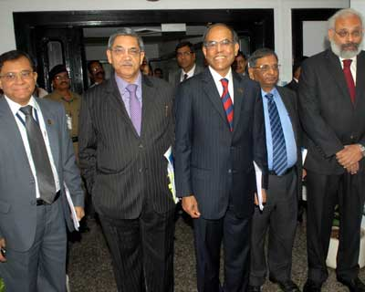 <p><B>Left to Right:</B>Deputy Governors HR Khan,KC Chakrabarty, RBI Governor D Subbarao, along with Anand Sinha and Subir Gokarn, Deputy Governor RBI on his way to announce monetary policy in Mumbai</p><p><b>The inflation forecast of March-end unchanged at 7% and that the decline in food inflation to be limited in the coming months.</b></p><p>RBI Governor says that growth is decelerating and inflation rate still not comfortable enough to warrant a rate cut.</p><p>He said that it was premature to reduce rates on current inflation. Persistance of tight liquidity could disrupt credit flow, he added.</p>