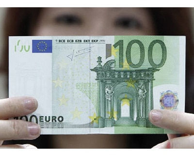 <p><b>An employee checks an Euro note at the Bank of Taiwan head office in Taipei </b>