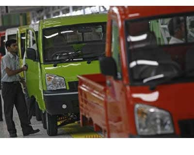 <p>An employee works at an assembly line at a plant of Mahindra and Mahindra in Chakan, around 160 km (99 miles) from Mumbai</p><p><b>Mahindra & Mahindra, India&#39;s largest utility vehicles maker, on Monday reported a better-than-expected 8% rise in quarterly net profit, driven by strong volume and demand growth.</b></p><p>Mahindra, whose core business also includes tractors, said its business outlook for the year remained positive but watchful.</p><p>Carmakers in India are seeing a drop in demand amid surging interest rates and fuel prices in the world&#39;s second-fastest growing auto market after China.</p><p>Mahindra&#39;s sales in July beat industry averages, rising an annual 41%.</p>