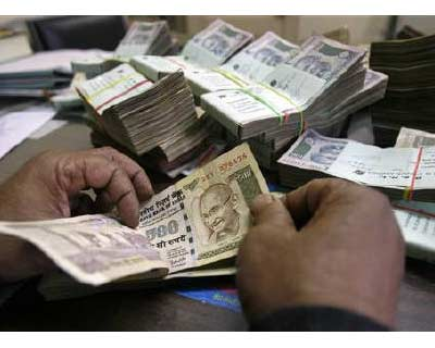 <p>An employee counts rupee notes at a cash counter inside a bank in Agartala</p><p><b>The rupee hovered near its weakest level in a year on Friday hit by the fall in euro and high demand for the greenback from oil refiners.</b></p><p>* Weakness in local shares kept the selling pressure on the rupee, traders said.</p><p>* At 2:46 pm, the partially convertible rupee was at 46.46/47, weaker than Thursday&#39;s close of 46.19/20 and near its intraday low of 46.4750--the lowest level in a year.</p>