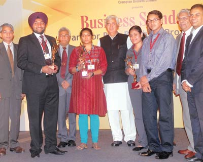 <p><b>(From left) </b></p>