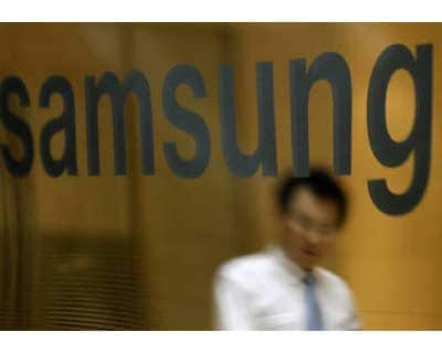 <p><b>An employee of Samsung Electronics walks at a headquarters of the company in Seoul</b>