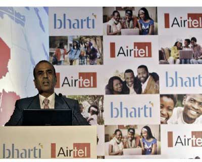 <p><b>Chairman of Bharti Airtel Ltd. Sunil Mittal speaks during a news conference in New Delhi</b>