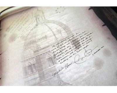 <p><b>US President Barack Obama&#39;s handwritten note is seen after signing a book during his visit to the 26/11 memorial at the Taj Mahal Palace and Tower Hotel, site of the 2008 attacks.</b>