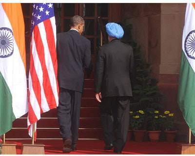 <p>US President Barack Obama and Indian PM Manmohan Singh entering Hyderabad House for the meeting in New Delhi</p><p>