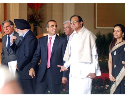 <p>Ratan Tata, Chairman Tata Sons; Analjeet Singh, CMD Max India Ltd; Sunil Bharti Mittal CMD Bharti Airtel; Deepak Parekh, Chairman HDFC Bank; Home Minister P Chidambram and Chanda Kochhar MD of ICICI Bank after High level delegation meeting with US President and Indian Prime Minister