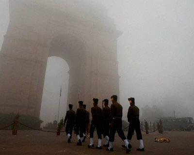 Fog envelopes Delhi