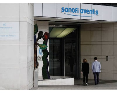 <p><b>Employees enter Sanofi-Aventis headquarters in Paris</b> 