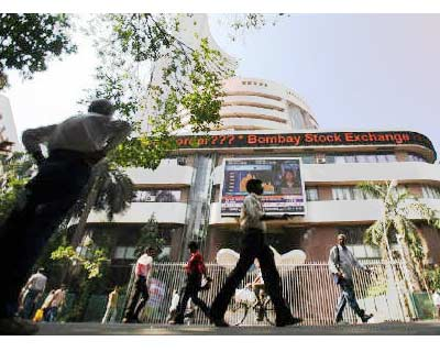 <p><b>People walk past the Bombay Stock Exchange (BSE) building in Mumbai</b>