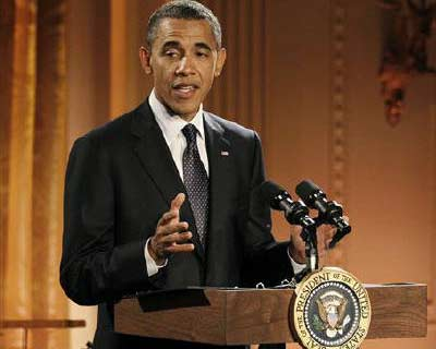 US President Barack Obama hosts a celebration of American poetry and prose in the East Room of the White House in Washington</p><p><b>If Congress does not raise the limit on US government debt before the specter of default becomes reality this summer, President Barack Obama will need to decide which bills to pay -- and choose between market mayhem and a firestorm over missed benefit payments.</b></p><p>The Obama administration and lawmakers are locked in talks over how to curb mounting US debts, with Republicans pushing for deep spending cuts as the price for their support in raising the $14.294 trillion debt limit.</p>