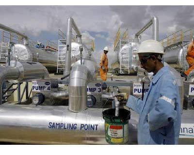 <p>Cairn India employees work at a storage facility for crude oil at Mangala oil field at Barmer in Rajasthan</p><p><b>British oil explorer Cairn Energy said it had agreed to extend the deadline for finalising the sale of a stake in its India unit but did not set a new date.</b></p><p>Cairn, giving further details of its exploration programme in Greenland on Thursday, said it had agreed with Vedanta Resources that the closing date of their sale and purchase agreement would be extended in order to secure long-awaited approval from the Indian government.</p><p>Cairn agreed in August to sell up to 51% of Cairn India for up to $9.6 bn to Vedanta Resources, in a deal which originally had a cut-off date of May 20.</p>