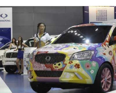 <p><b>A new SsangYong Actyon (R) is seen at the Moscow Auto Salon 2010 (the Moscow International Motor Show)</b>