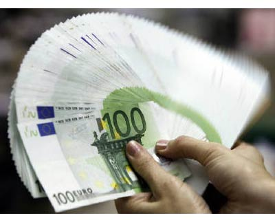 """<P> <b>An employee counts Euro notes at the Bank of Taiwan head office in Taipei </b> </P><P> The euro&#39;s rapid fall has not been sharp enough to trigger official intervention, yet fear that authorities may step in should be enough to scare off ultra-bears in a historically over stretched market. </P><P> The euro fell to four-year lows of $1.2142 last week and has lost more than 13 per cent since January. </P><P> Many investors doubt the fall has been """"disorderly"""" -- central-bank speak for a disruptive move that would warrant intervention by authorities, who did not intervene even after a global rout following the collapse of Lehman Brothers. </P><P> Various long-term fair value analyses show the euro is still overvalued, while an export-friendly decline in the euro helps regional growth at a time of severe economic stress. </P><P> However, in a market where speculative bets against the euro are running at all-time highs, the shadow of the European Central Bank could be e"""