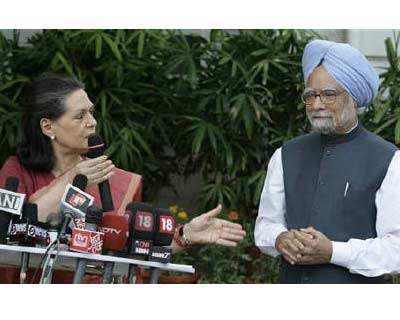 <p><b>Congress Party chief Sonia Gandhi (L) speaks during a news conference as Prime Minister Manmohan Singh watches in New Delhi</b>