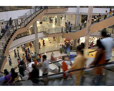 <p>People are pictured inside a shopping mall in Mumbai</p><p><b>India needs to bring in foreign direct investment in multi-brand retail to control inflation, chief economic advisor to the finance ministry, Kaushik Basu, said on Friday.</b></p><p>India's retail sector is largely closed to foreign firms and favours small family-run stores, with 51% of foreign direct investment allowed only in the single-brand retail sector. Multi-brand retail is restricted to cash-and-carry or wholesale outlets.</p>