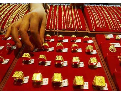 <p><b>Gold rings are put for sale at a jewellery shop in Suining, Sichuan province</b>