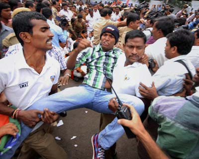 Police detain BJP activists in Hyderabad