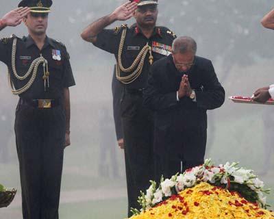 Pranab Mukherjee pays tribute to Indira Gandhi