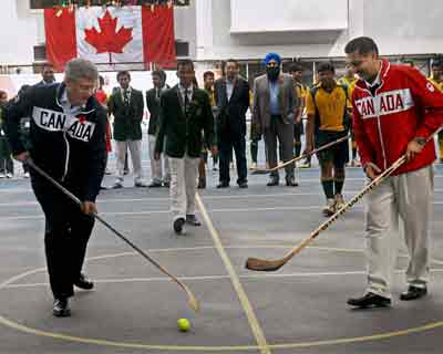 Canadian Prime Minister plays hockey