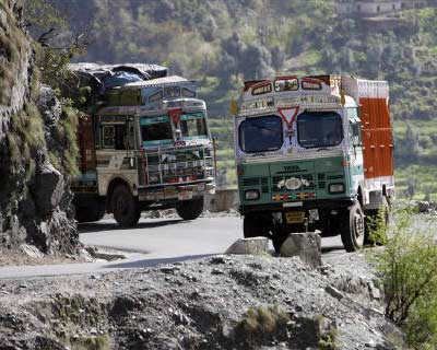 <p><b>Trucks carrying supplies negotiate an upward curve on the Jammu-Srinagar highway at Ramban</b>