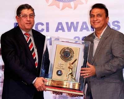 Gavaskar gets lifetime achievement award