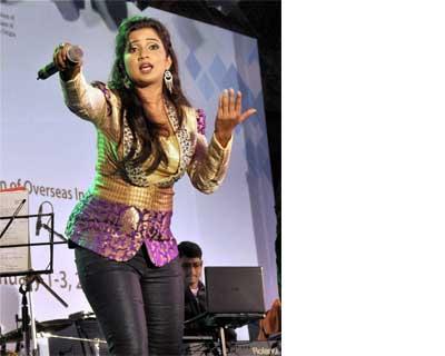 Shreya Ghoshal performs in Kochi