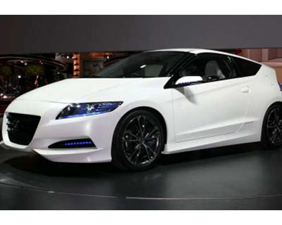 Honda thinks there's space for a sporty hybrid, and brought the CR-Z concept with a 1.5-litre i-VTEC engine, mated to the Integrated Motor Assist system and a 6-speed manual gearbox.