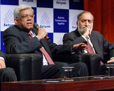 New board members of Satyam Computer Services, Deepak Parekh (from left), HDFC chairman and Kiran Karnik, former Nasscom president address the media in Hyderabad on Monday