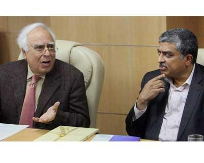 Sibal, Nilekani release e-Governacne policy