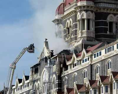 Terrorists set fire in the Taj hotel and held hostages 