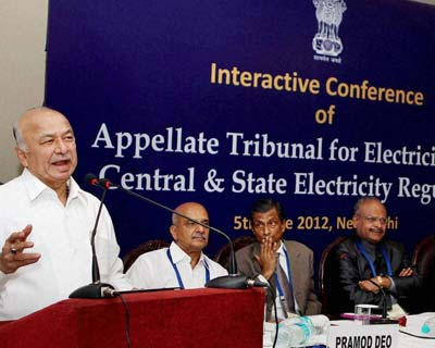 <p>Union Power Minister Sushilkumar Shinde addressing the &#39;Interactive Conference of Appellate Tribunal for Electricity with Central & State Electricity Regulators&#39; in New Delhi on Tuesday.</p>
