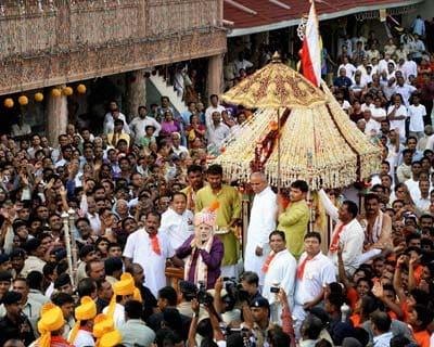 Narendra Modi greets people at Rath Yatra