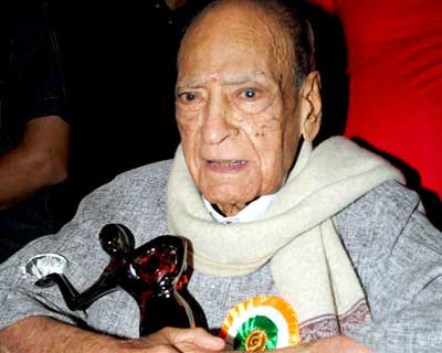 <b>Avtar Kishan Hangal</b>, 95, was a freedom fighter from 1929?1947, a stage actor from 1936?1965 and later a character actor in Hindi films from 1966?2005. He has acted in around 225 Hindi films in a career spanning from 1966 to 2005.