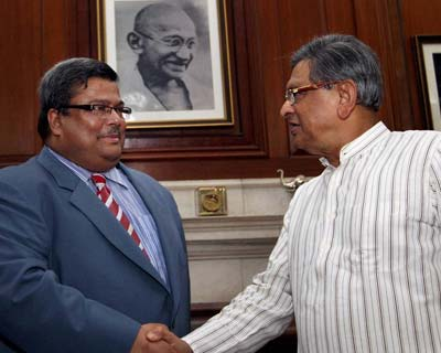 SM krishna and Bangladesh Foreign secy meet