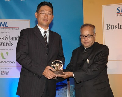 Honda Siel bags Car of the Year award for its new Honda City. The company's Marketing Director Tatsuya Natsume along with Finance Minister Pranab Mukherjee.