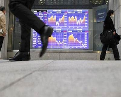 Asian shares rise as US data soothes slowdown fears