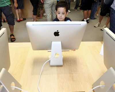 Apple-mania spreads, Piper Jaffray sees $1,000 stock